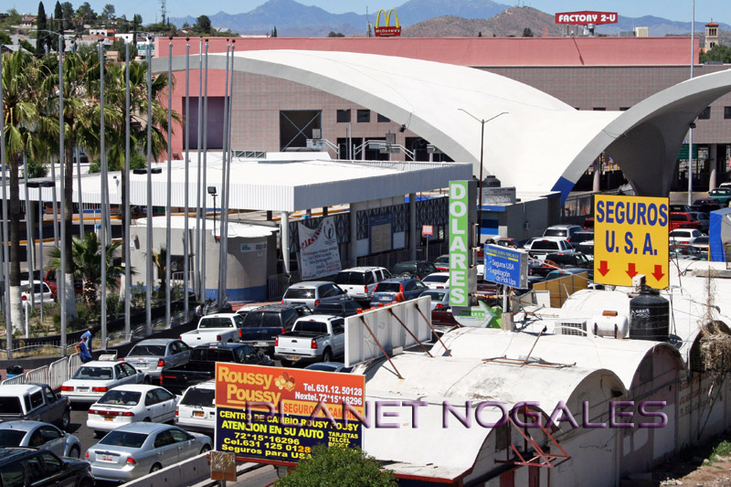 traffic lines at nogales deconcini border crossing